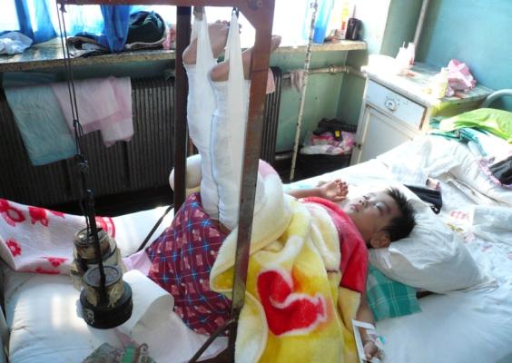 Дочь Сюнь Гуанцзюнь на больничной койке в  госпитале. Фото: minghui.org