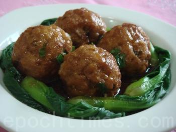 Новогоднее блюдо: мясные тефтели «четыре счастья». Фото: Ся Цай/Великая Эпоха (The Epoch Times)
