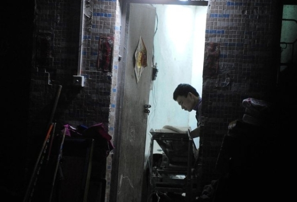 В городе Ухань раскрыли нелегальную мастерскую по производству жареного в масле тофу (соевого творога). Фото с epochtimes.com