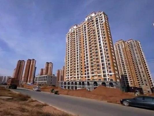 Роскошный новый город Канбаши возведён в автономном районе Внутренняя Монголия. Его площадь составляет 32 кв. км, стоимость – более 5 млрд юаней. Однако в этом городе никто не живёт. В Китае такие города называют «город-призрак». Фото с epochtimes.com
