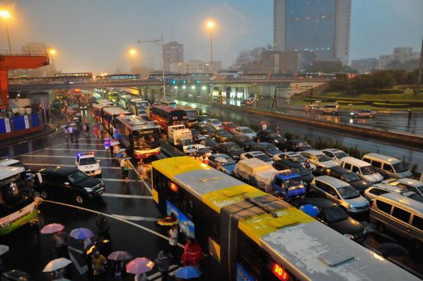 Фоторепортаж о ливне в Пекине. Фото: ChinaFotoPress/Getty Images