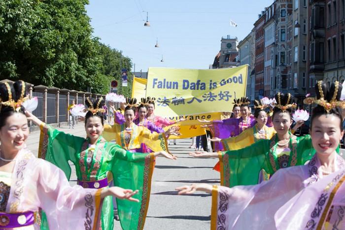 Мероприятия последователей Фалуньгун, посвящённые годовщине начала преследования этой практики в коммунистическом Китае. Копенгаген, Дания. Июль 2013 года. Фото: The Epoch Times