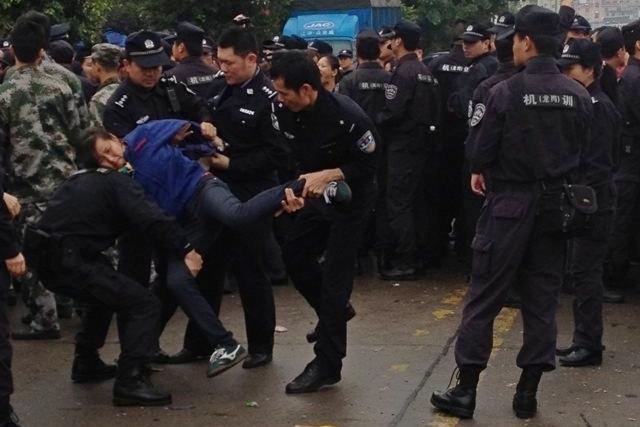 Забастовка рабочих. Город Шэньчжэнь. Март 2014 года. Фото с epochtimes.com