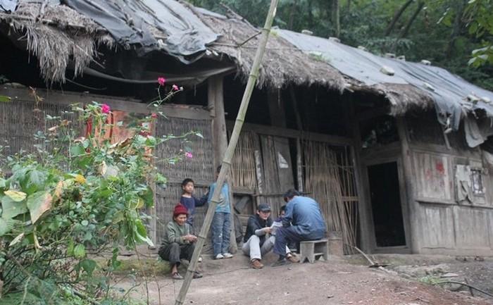 Ветхие дома с соломенными крышами всё ещё часто встречаются в китайских деревнях. Фото с epochtimes.com