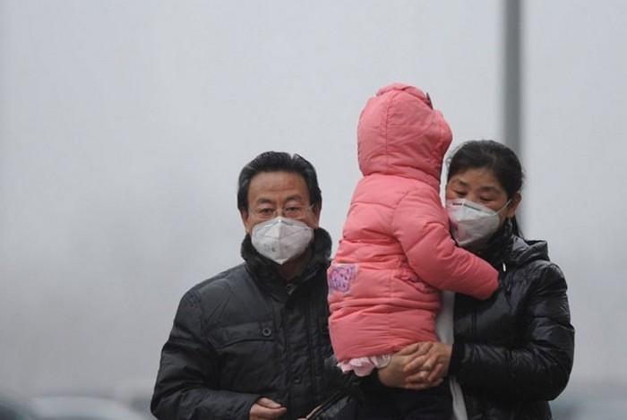 Густой смог проник во все уголки Китая. Многие китайцы уже не верят в то, что проблема загрязнения воздуха может быть решена. Фото с epochtimes.com
