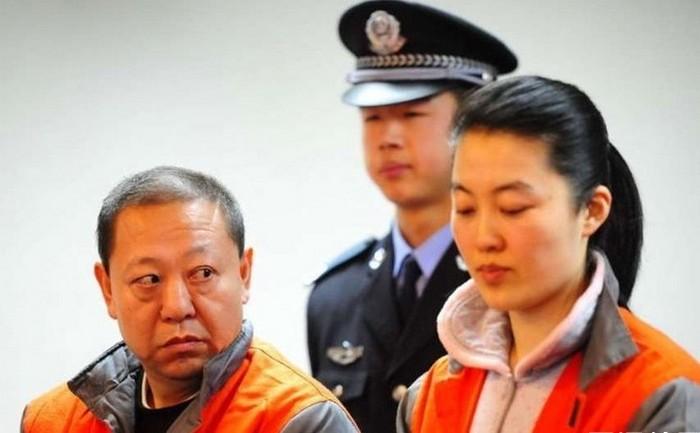 В глазах людей партийные чиновники теперь не только коррумпированы, но и имеют любовниц. Фото с epochtimes.com