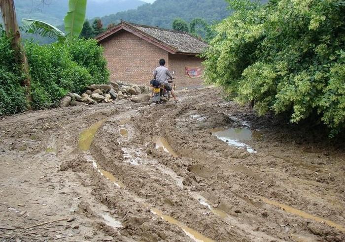 Во многих районах Китая всё ещё есть вот такие дороги. Фото с epochtimes.com