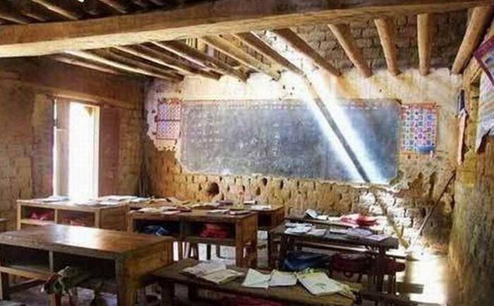 Дети во многих деревнях всё ещё учатся вот в таких классах. Фото с epochtimes.com