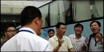 Китайский чиновник рассказал, что полиция нужна для избиения людей. Июнь 2013 года. Кадр с видеоролика
