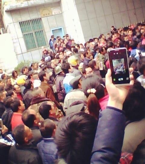 Крестьяне протестуют против загрязнения окружающей среды. Провинция Хунань. Февраль 2014 года. Фото с epochtimes.com