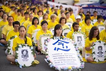 Акция в память последователей Фалуньгун, погибших в Китае в результате преследования со стороны режима компартии. Фото: The Epoch Times