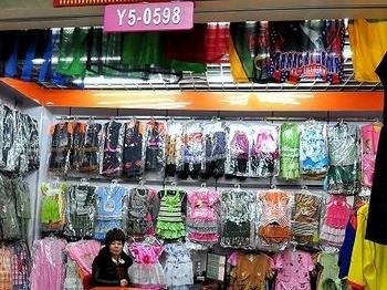 Китайская детская одежда токсична. Фото с epochtimes.com