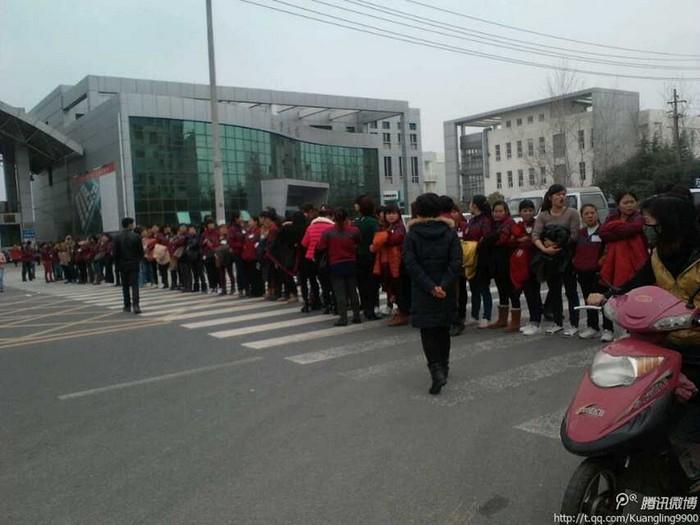 Забастовка рабочих. Город Цзыгун провинции Сычуань. Февраль 2014 года. Фото с epochtimes.com