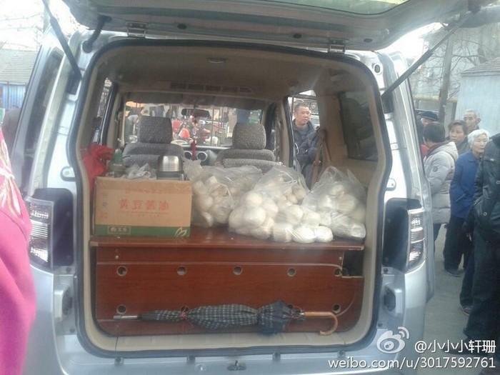 Жители района собрали продукты и другие вещи для бастующих шахтёров. Провинция Шаньдун. Февраль 2014 года. Фото с epochtimes.com