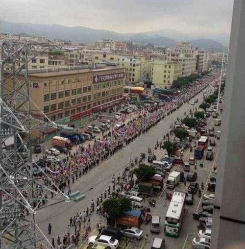 Народный протест против мусоросжигающего завода. Провинция Гуандун. Июль 2013 года. Фото с epochtimes.com