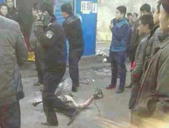 Во время насильственного сноса хозяин дома совершил самосожжение в знак протеста. Провинция Шаньси. Январь 2014 года. Фото с epochtimes.com