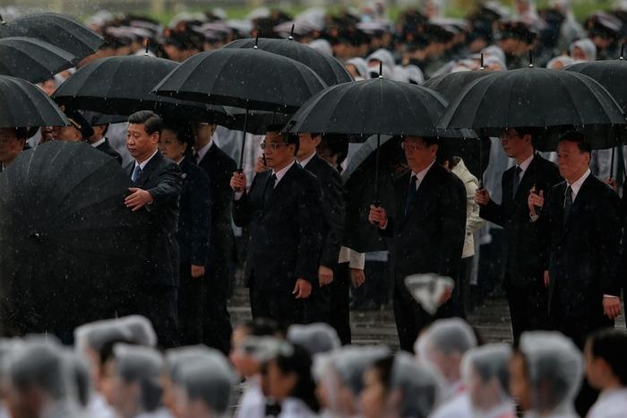 Китайские руководители во время празднования Дня основания КНР. Площадь Тяньаньмэнь, Пекин. 1 октября 2013 год. Фото: Feng Li/Getty Images