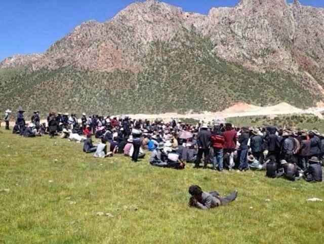 Протесты тибетцев против уничтожения властями экологии их региона. Провинция Цинхай. Август 2013 года. Фото: epochtimes.com