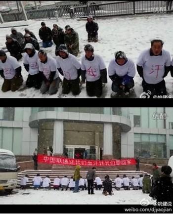 Рабочие на коленях просят выплатить им зарплату. Город Далянь. Декабрь 2013 года. Фото с weibo.com