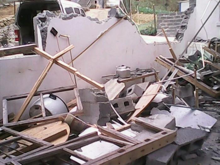 Крестьяне громят офис и общежитие строительной компании. Гуанси. Ноябрь 2013 года. Фото с epochtimes.com