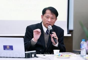 Профессор Се Тянь читает лекцию в Сеуле. Декабрь 2013 года. Фото: The Epoch Times