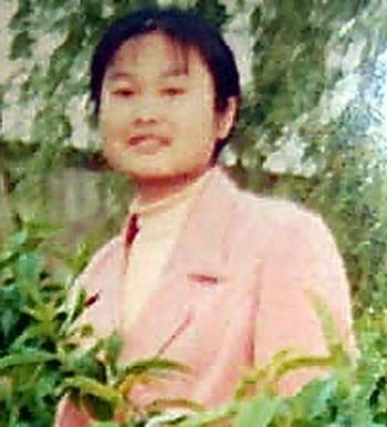Студентка Университета Цинхуа Лю Чжимэй занималась Фалуньгун. После пыток она сошла с ума, в настоящее время она инвалид. Фото: minghui.org