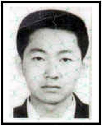 Выпускник Университета Цинхуа Юань Цзян занимался Фалуньгун. Он был заместителем генерального директора инжиниринговой компании по информационным технологиям. Арестован в 2001 году. После пыток в течение двух месяцев он умер в возрасте 29 лет. Фото: minghui.org