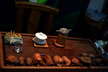 Сознание у учеников, как правило, неустойчивое, а курсы по приготовлению чая могут помочь им стать более стойкими, уверенными и дисциплинированными с помощью успокоения сердца, медитации и этикета. Фото: Logatfer / Flickr