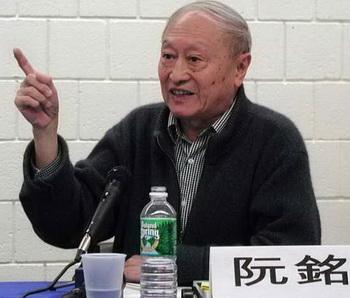 «Я считаю, что период руководства Цзян Цзэминя был наиболее коррумпированным в истории коммунистического Китая», — неожиданно заявил историк Жуань Мин в интервью с репортёром Ming Jing History, филиала гонконгского издания Mirror Books, в июне этого года. Жуань Мин — спичрайтер и советник бывшего генсека компартии Китая Ху Яобана. Фото: Великая Эпоха (The Epoch Times)