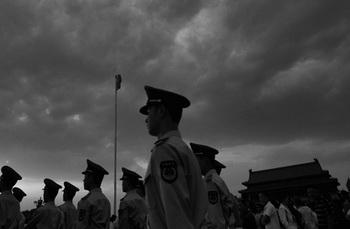 Недавние публикации в крупных партийных СМИ Китая свидетельствуют о том, что уже не только рядовые китайцы, но и сами власти размышляют над вероятностью крупных политических и социальных потрясений в стране, а также выбором дальнейшего пути развития. Фото: Photo by Feng Li/Getty Images