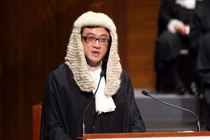 Председатель адвокатской коллегии Гонконга Пол Ши Вин-Тай выступает с речью на церемонии открытия. Фото: Epoch Times