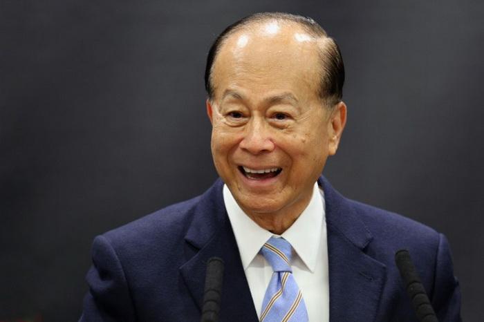 Бизнесмен Ли Ка Шин занимает восьмое место среди самых богатых людей в мире, согласно Форбсу, 3 мая 2013 в Оксфорде, Англия. Ли недавно инвестировал крупные суммы денег за пределами Китая. Фото: Oli Scarff/Getty Images
