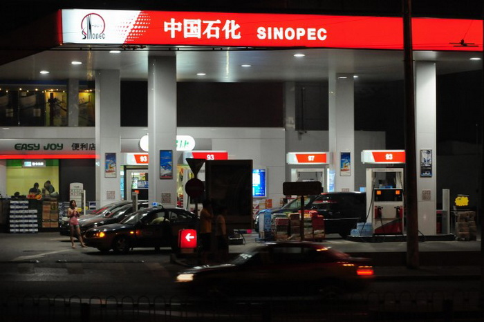 АЗС компании Sinopec в Пекине, 27 июня 2009 года. Фото: Frederic J. Brown/AFP/Getty Images