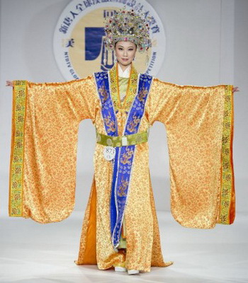 Ханьский костюм, представленный на Международном конкурсе ханьской моды. Фото: Дай Бин