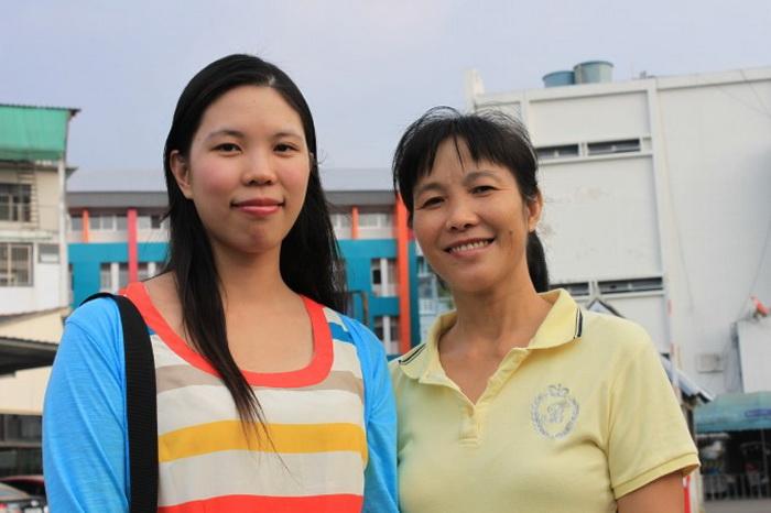 Китаянка Фэн Сяосинь и её мать Хэ Чживей свободны и находятся в безопасности в Таиланде, но они по-прежнему обеспокоены судьбой последователей Фалуньгун в Китае, которых преследуют коммунистические власти. Фото: Cameron McKinley/Epoch Times
