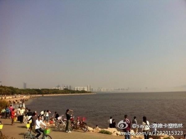 На фото, размещённом в популярной китайской соцсети Weibo, запечатлён мираж, который наблюдали на протяжении пяти минут в Шэньчжэне 2 февраля — третий день китайского Нового года. Люди видели  здания, парящие над океаном. Фото: Weibo.com