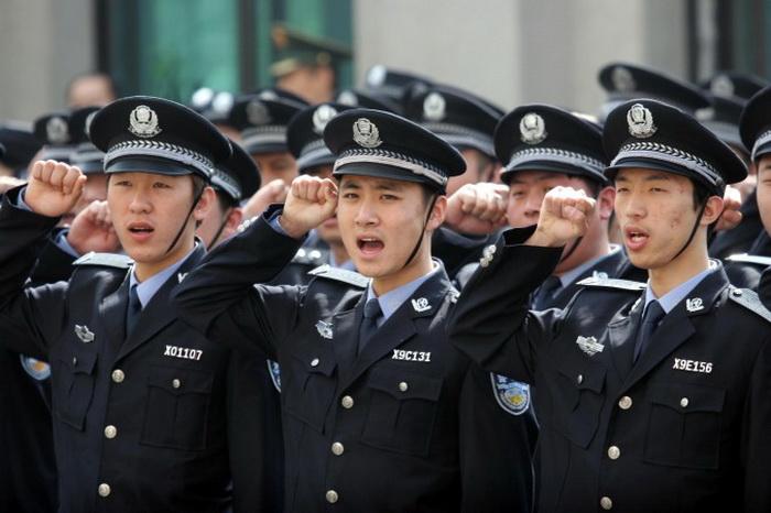 Полицейские провинции Ляонин на церемонии поднятия флага Китая в 2011 году. Фото: ChinaFotoPress/Getty Images