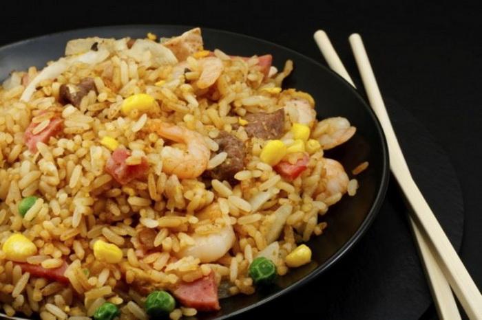 Хотя китайские эксперты говорят, что жареный рис является кулинарной особенностью Янчжоу, они не могут точно определить время возникновения этого блюда. Фото: Stock Solutions/Photos.com