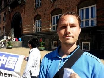 Патрик Викстрём из Швеции, ныне живущий в Вене: «Людей убивают ради органов, которые были извлечены из их тел, когда жертвы были ещё живы». Фото: Hans Bengtsson/Великая Эпоха (Epoch Times)