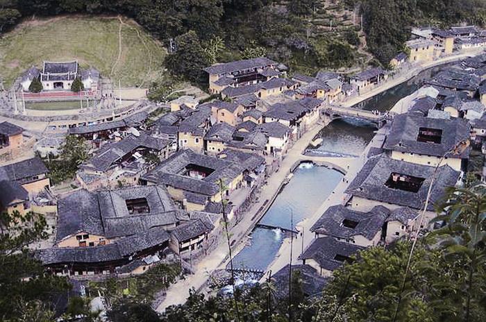 Глиняные жилища ханьцев различных форм: квадратные, овальные, и круглые. Фото: Xiao Yue