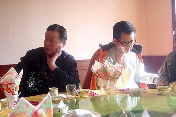 Китайские адвокаты по правам человека Гао Чжишен (слева) и Го Фэйсюн (справа) в ресторане в 2006 году. Фото с сайта theepochtimes.com