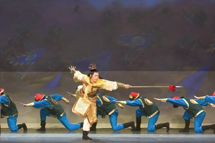 Танцоры Shen Yun воплощают стойкость, силу и мужественность. Фото: Shen Yun Performing Arts