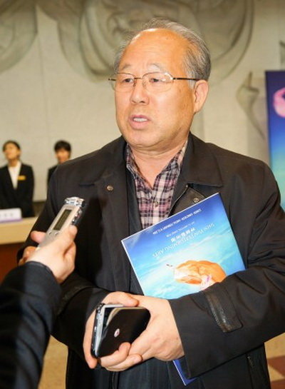 Г-н. Джеон Босам, президент Ассоциации музеев Кореи, высоко отозвался о Shen Yun. Фото: Kim Kukhwan/Epoch Times
