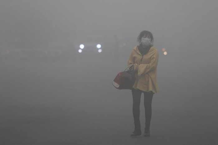 Китай — самый главный загрязнитель планеты. Смог в Китае. Уменьшить выбросы сажи, метана и других газов призывают учёные. Фото с epochtimes.com