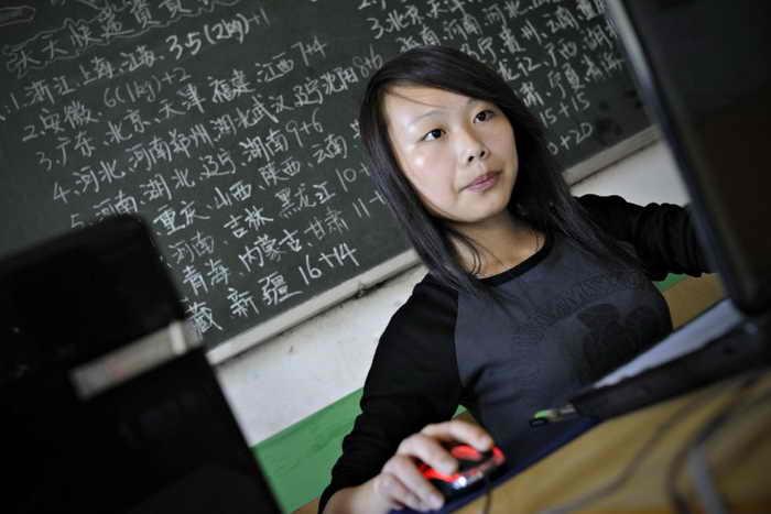 Студентка отслеживает заказы клиентов на экране ноутбука. Многие молодые китайцы занимаются продажей в интернет-магазине Taobao. Фото: Philippe Lopez/AFP/Getty Images