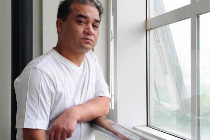 Ильхам Тохти. Китайские активисты призывают к освобождению уважаемого уйгурского учёного после его задержания 15 января. Фото: FREDERIC J.BROWN/AFP/Getty Images