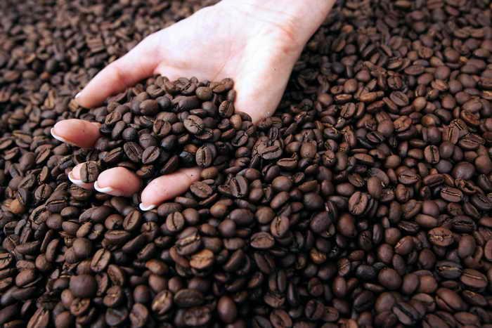 Употребление кофе не обезвоживает организм. Фото: JEAN-CHRISTOPHE MAGNENET/AFP/Getty Image