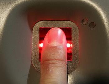 Система пропуска по отпечаткам пальцев. Фото: Peter Macdiarmid/Getty Images