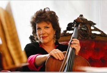 Известная виолончелистка Кристина Валевска присутствовала на концерте труппы Shen Yun 25 июня, она считает спектакль замечательным. Фото: Великая Эпоха (The Epoch Times)
