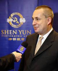 Ондрей Досталь, член словацкого парламента, на представлении Shen Yun в Братиславе (Петер Жонастик/The Epoch Times)